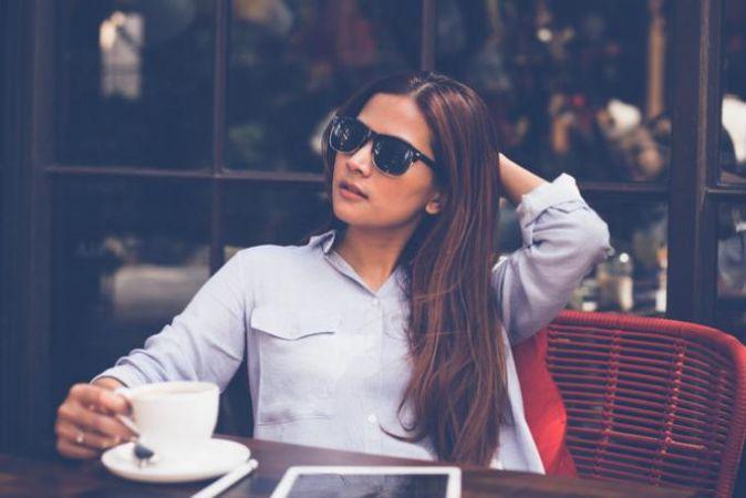 girl sitting at cafe